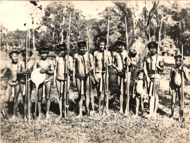 Fotografia da cena dos índios Parintintin, incluída no restauro de 1986 de No paíz das Amazonas