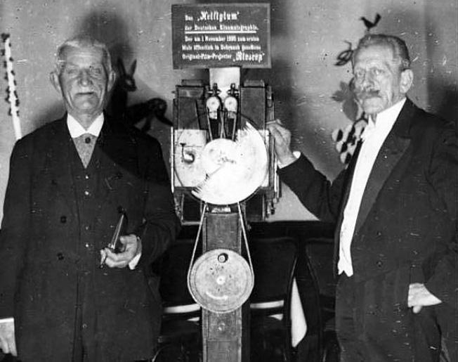 Los Hnos. Skladanowsky in 1934 con su Bioskop